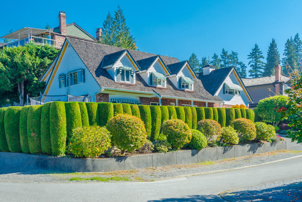 One of a kind topiary, at its finest design ever made; average sized topiary balls and well-trimmed green walls. These cylindrical shaped hedges are one of creative designs recorded in this list.