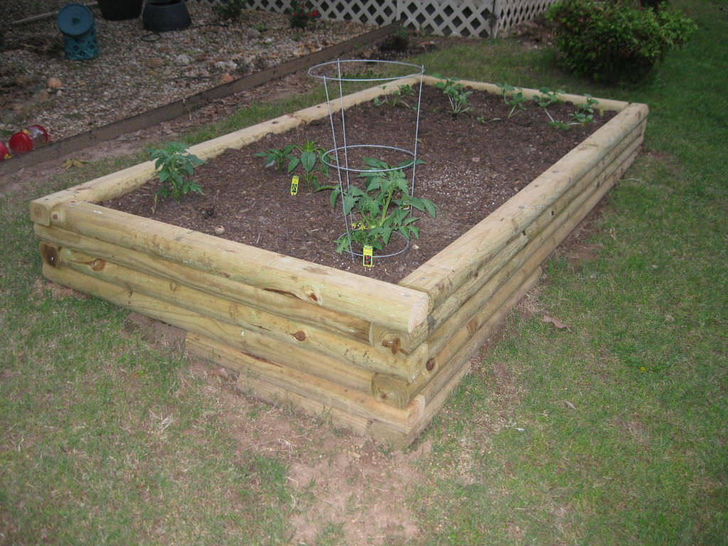 Here's another example of a timber log bed which lends to the log cabin feel. Notice how this particular bed is built on uneven ground, but it has been made even by adding a few extra rows in the front so that the bed is level.