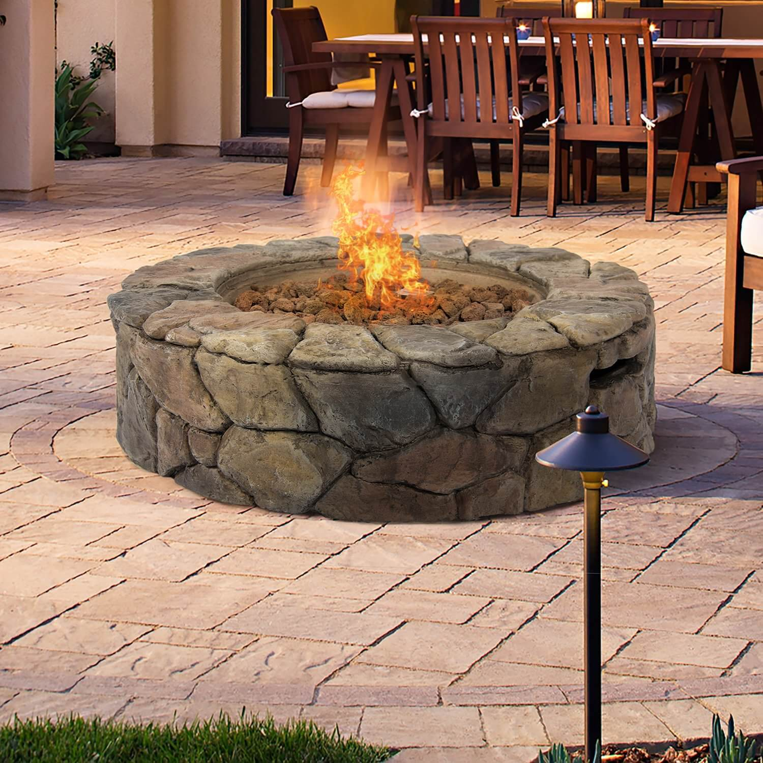 Let your visitors be transported into a campsite with this natural rock façade gas patio fire pit. This fire pit is good for any traditional-styled home and it is constructed from natural stone for extra sturdiness. It is also very easy to open thanks to its spark-ignition button and there is a gas-flow knob that helps you control the heat and flame height. It is capable of a 30,000 BTUs heat output.