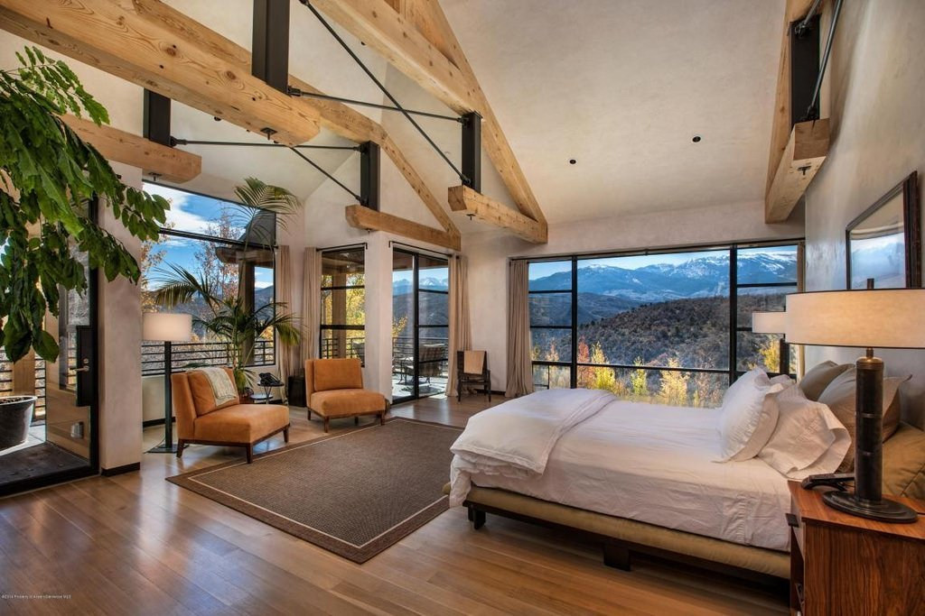 Design of suspended beams is what this room unique and different. Windows from floor to ceiling in this case will make you never want to leave this room.