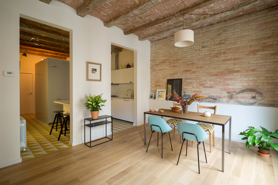 This newly renovated traditional designed wall and ceiling is hyped up on a modernized theme kitchen and dining room.