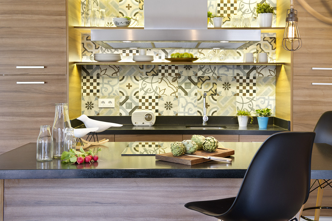 The artsy wall background behind the kitchen shelves are oozing with coolness. While the shelves work perfectly in displaying some of your plates, bowls and glass collections. A few teacup succulents and fruit trays can be displayed too, same with the empty glass containers and other decoration accents on the counter top.