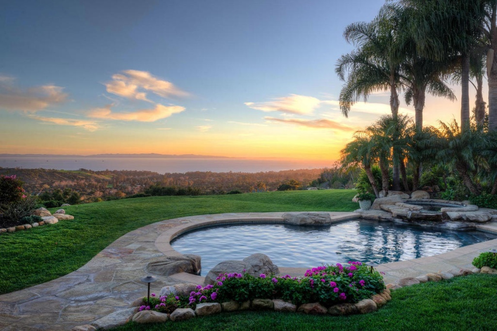 I love how subdued this pool is. It's small, yet the simple but elegant environment is so inviting. The small flagstone patio surrounded by perfect grass overlooking the ocean is stunning.