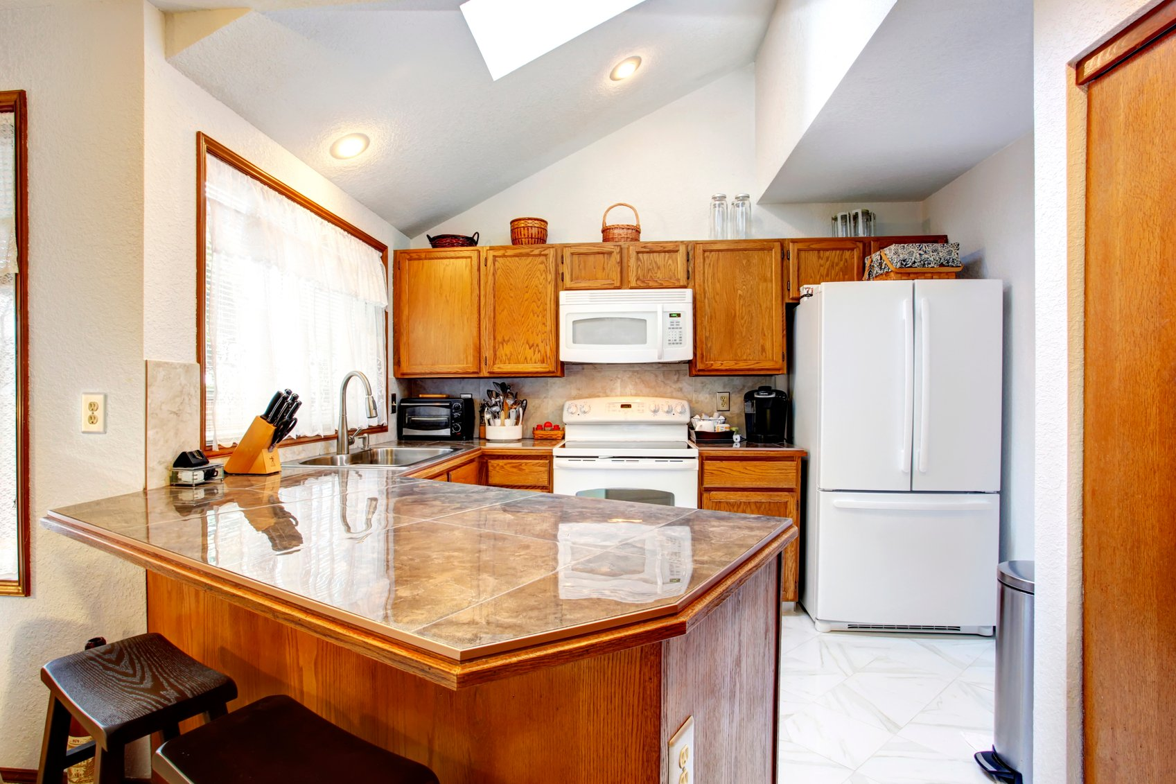Kitchen With Vaulted Ceilings 42 Kitchens With Vaulted Ceilings Home Stratosphere