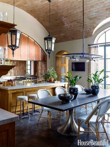 The barrel- vault ceiling in this kitchen provides an airy atmosphere.