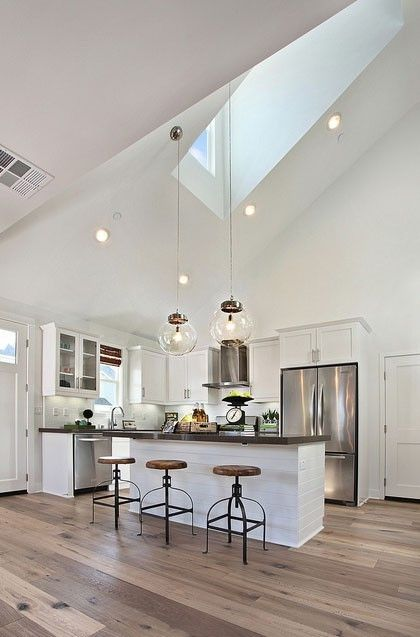 42 kitchens with vaulted ceilings for Pendant lighting for high ceilings