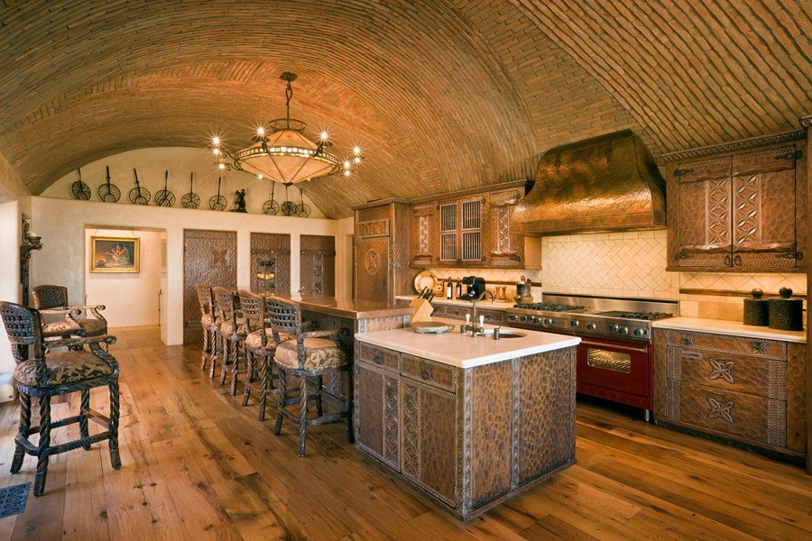 This rustic mediterranean kitchen has a barrel-vaulted ceiling which provides space for hot air.