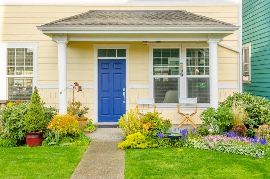 58 видов конструкций входных дверей в дома (фото)