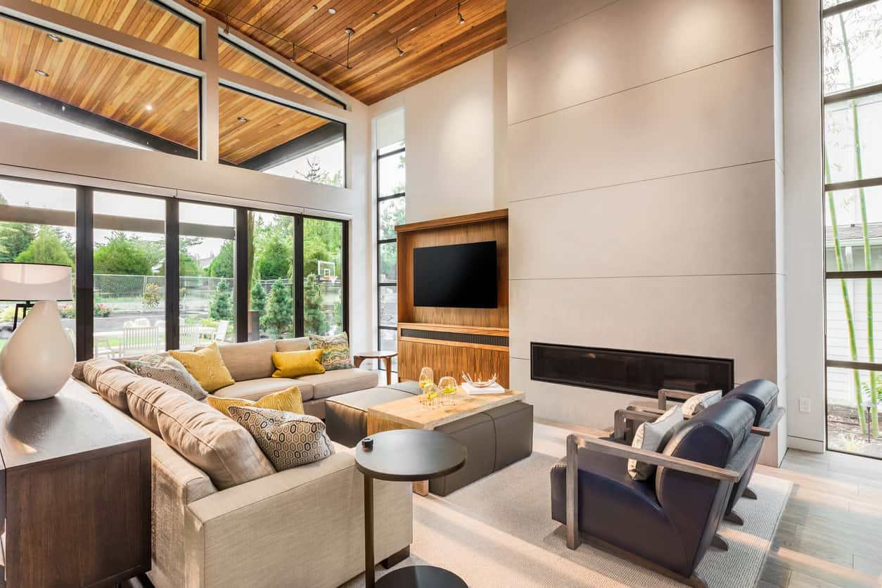 This living room is pretty standard in terms of using modern design elements but what stands out here is the wooden frame for the TV that is matched with the ceiling. The result is unexpectedly pleasant!