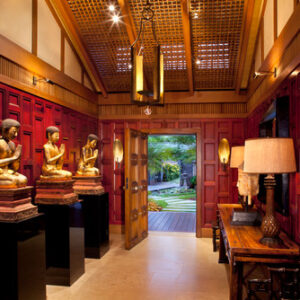 Asian interior design style foyer.