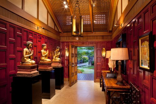 Asian interior design style foyer.