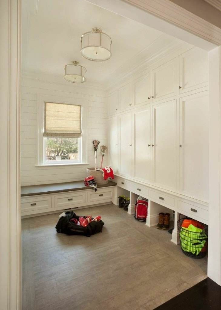 30 incredible mudroom ideas with storage lockers benches for Mudroom layout
