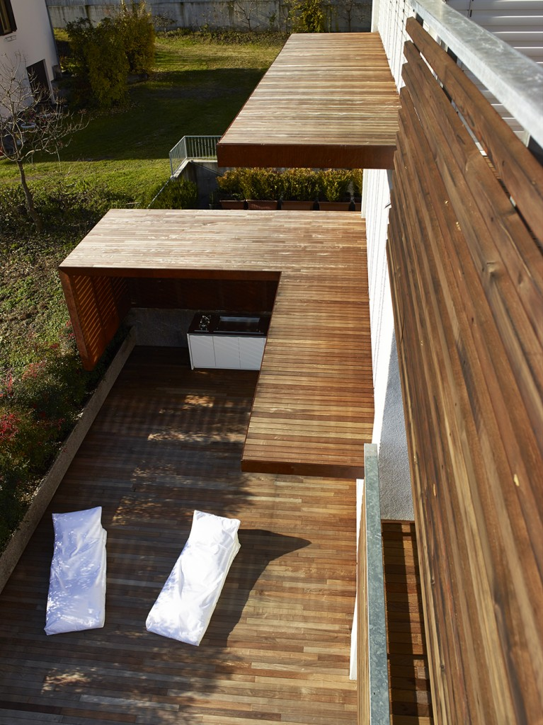 100+ Wooden Deck Design Ideas (Photos Of Designs, Shapes & Sizes)