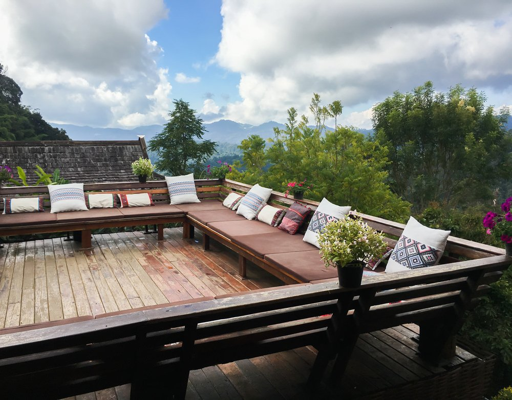 This deck offers a long bench seating with foam and throw pillows, perfect for a relaxing time with family and friends.