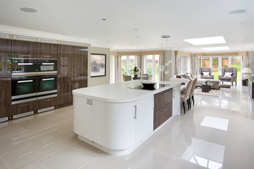 This single wall kitchen features a massive center island set on the tiles flooring.