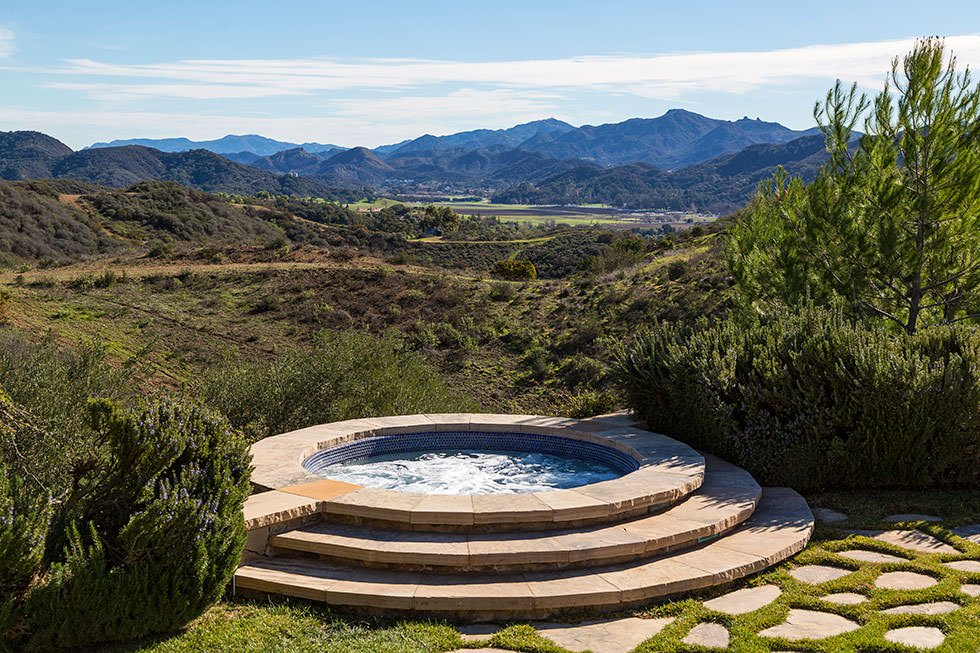 Britney Spears' outdoor hot tub.