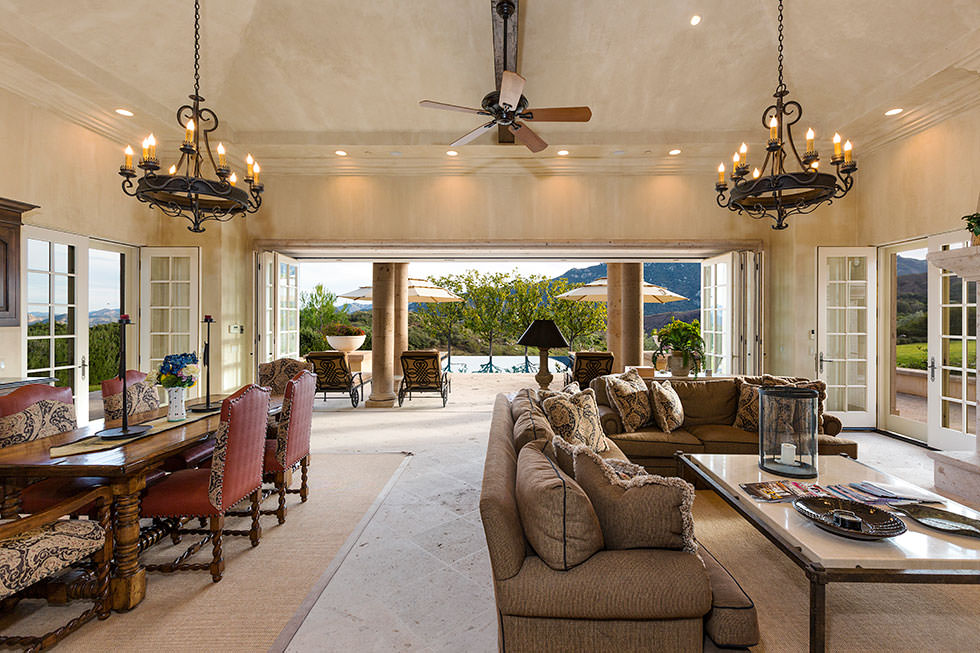 Britney Spears' open concept great room.