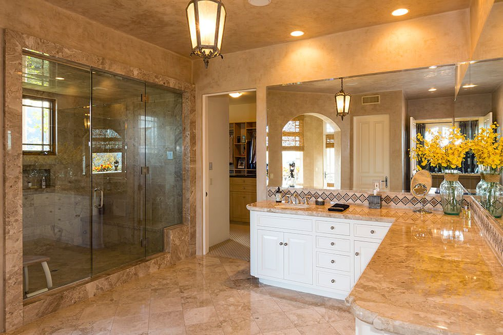 Britney Spears master bathroom.
