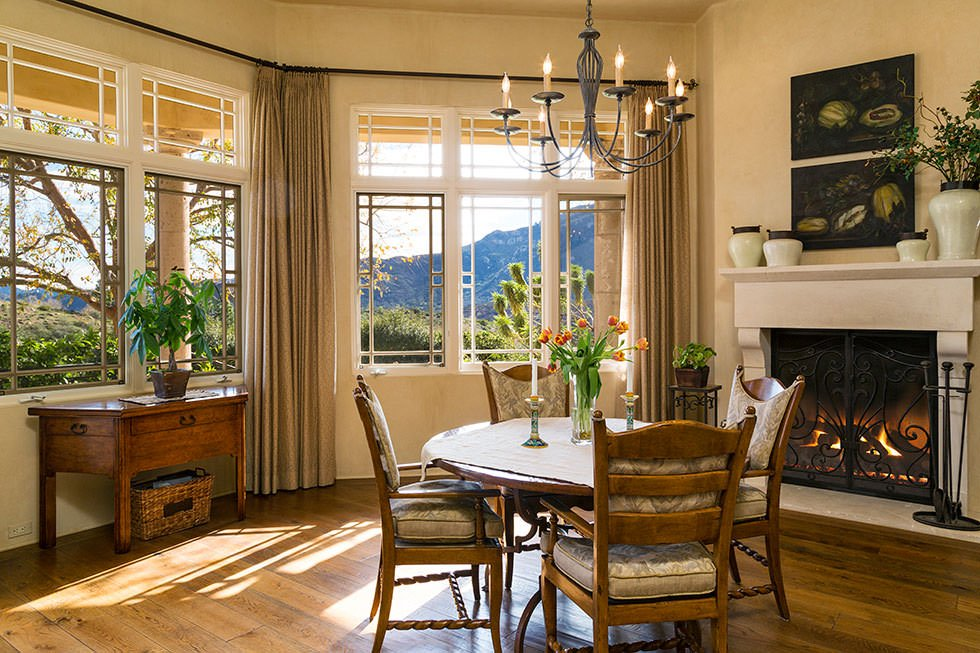 Britney Spears kitchen dining nook.