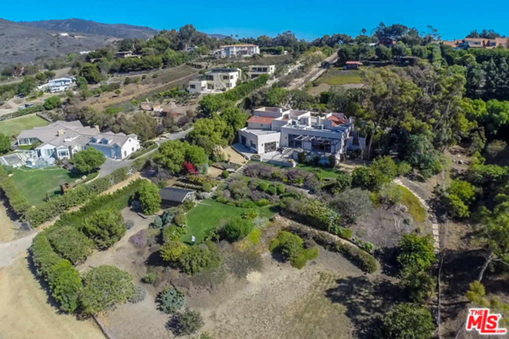 Aerial view of Chris Hemsworth and Elsa Pataky home