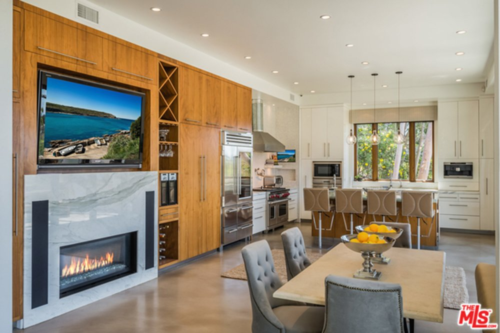 Kitchen and dining room of Chris Hemsworth's and Elsa Pataky's house.