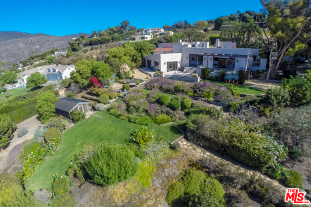 Cool aerial photo of sloping front yard and home of Chris Hemsworth's and Elsa Pataky's house in Malibu.