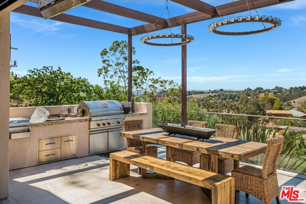 Outdoor kitchen on patio to Chris Hemsworth's and Elsa Pataky's home.