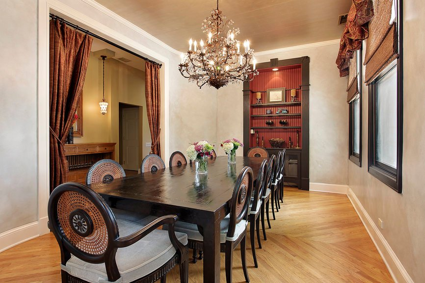 Dining room with rectangular dining table and a seating for more than 10.