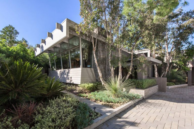 Exterior photo of house once owned by Jane Fonda