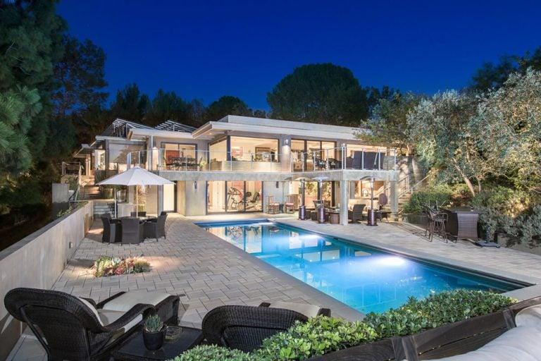 Gorgeous night view of Jane Fonda's former Beverly Hills estate.