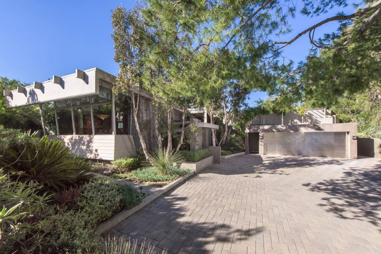 Driveway of Jane Fonda's former Beverly Hills estate.