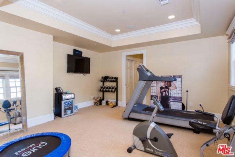 Jessica Alba's home gym.