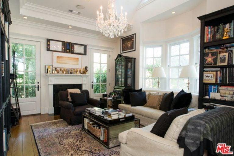 Photo of Jessica Alba's living room.