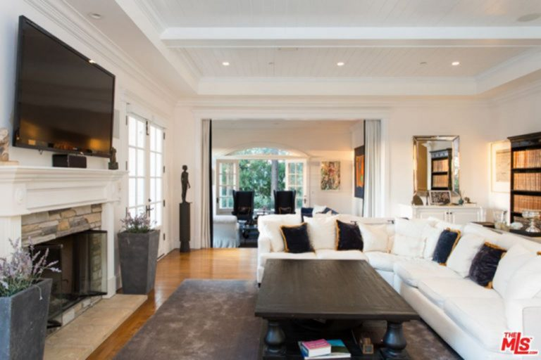 Family and TV room in Jessica Alba's house.