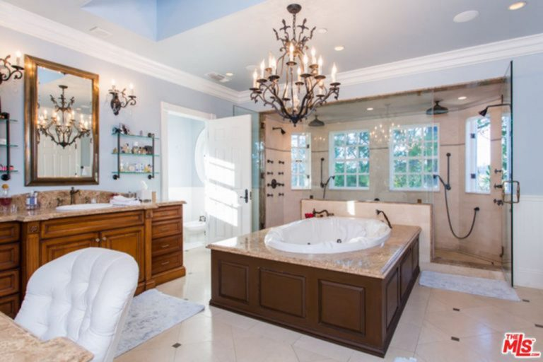 Jessica Alba's master bathroom