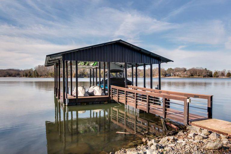 Kelly Clarkson's boat house.