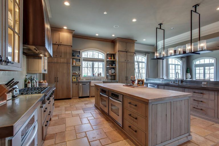Close up of Kelly Clarkson's massive kitchen.