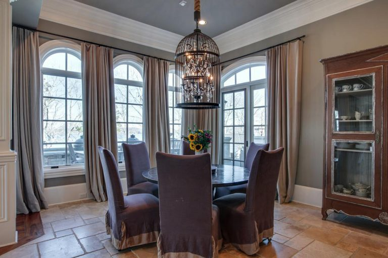 Kelly Clarkson's dining nook.
