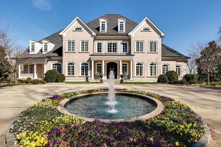 Kelly Clarkson's Tennessee Mansion from the front with fountain and circular driveway.