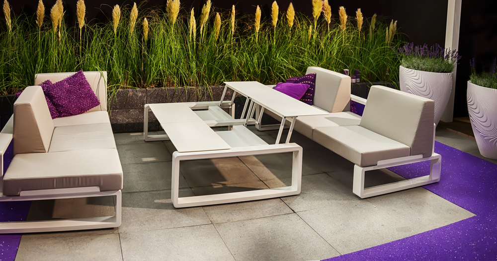 This patio offers a modish and cozy patio seats with soft cushion seats and backrests along with a stylish table.