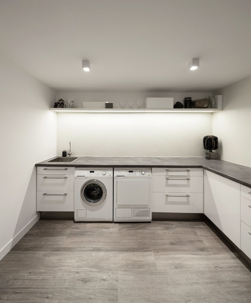 50 laundry rooms with side by side washer and dryer for Agencement de cuisine