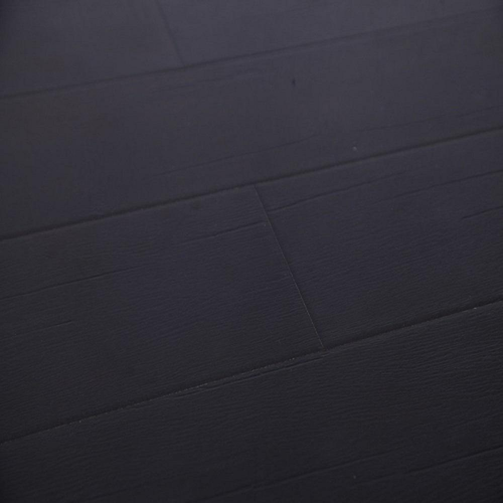 Black laminate floor color