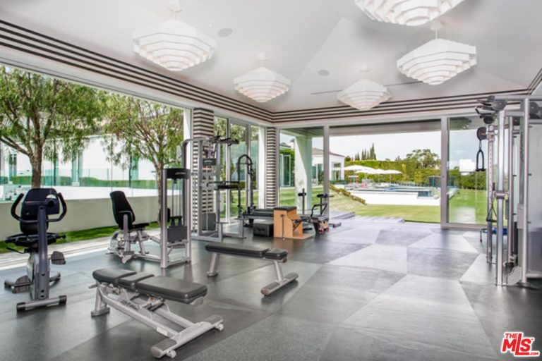 A great lighting work is great for night-time workouts, which means you can fiddle with your workout schedule as you see fit. The open space also allows you ample room to change your workout from machines to yoga or meditation.