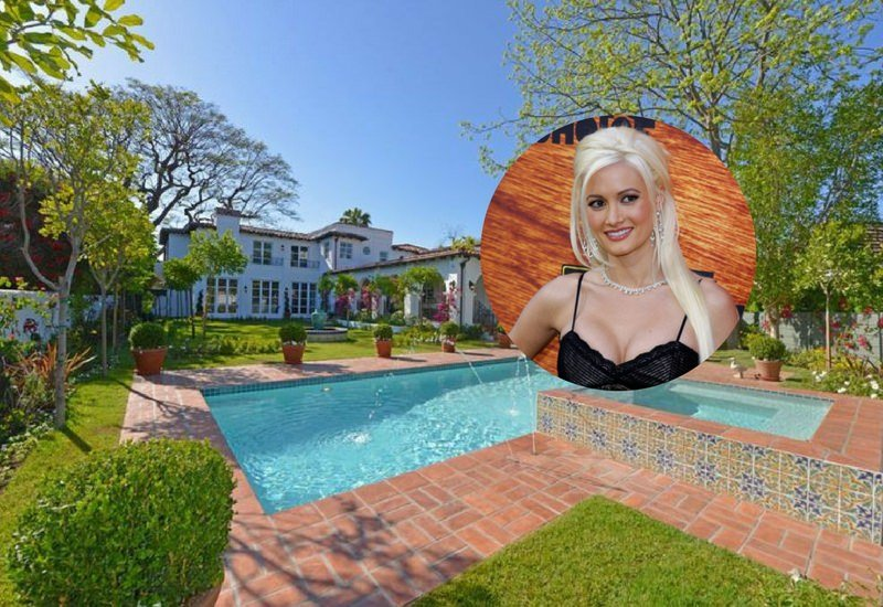 Holly Madison Sells Her L A Spanish Style Mansion For 8 225 Million