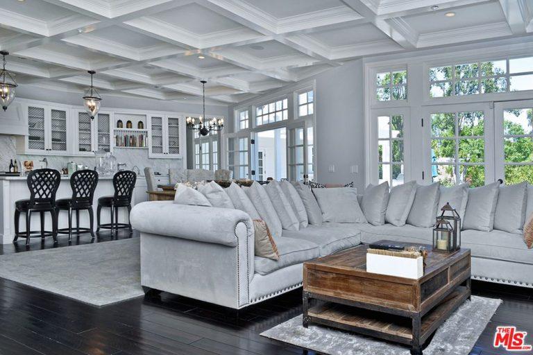 Iggy-Azalea-Nick-Young-Tarzana-Home-For-Sale-family-room-768x512