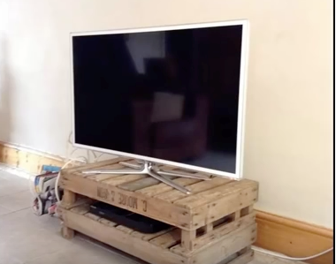 11 amazing diy tv stand project ideas for Diy pallet tv stand instructions