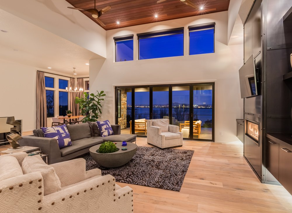 Cool toned décor and neutral hardwood make this contemporary living room look modern and minimalistic while still being stylish and comfortable.