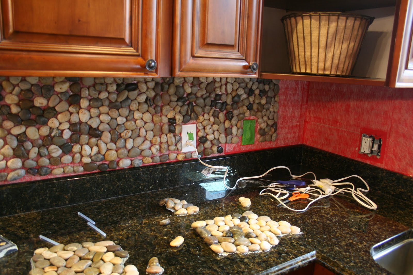 Pebble stone kitchen backsplash pattern.