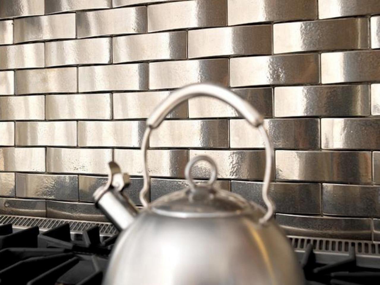 Metallic pattern kitchen backsplash