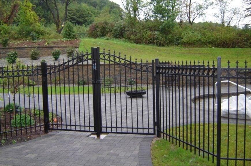 aluminum fence gate image